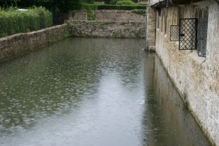 Moat raindrops